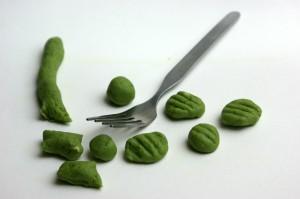 Die grünen Gnocchi und eine Gabel für die Rillen