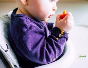 Baby led weaning mit Kirschtomaten