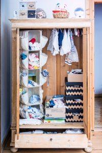 kleiderschrank babyzimmer organsieren