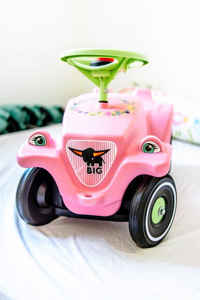 Erster-Geburtstag-Ideen-geschenke-bobby-car