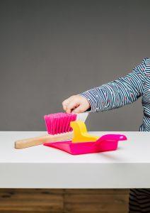Montessori Geschenke Besen und Kehrschaufel