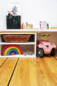 Montessor für Kleinkinder: Regale im Kinderzimmer